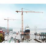 Foto de Uso de dos gr�as torre 200 EC-H 10 FR.tronic de Liebherr en un astillero en India
