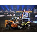 Foto de Un tr�o de minicargadoras Case participa en el programa de televisi�n Stock Car Crash Challenge 2014