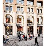 Foto de La tienda de Desigual m�s grande del mundo abre en Pla�a Catalunya