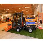 Picture of A vehicle multifunci�n and the machines for artificial grass, protagonists of the stand of Deltacinco in ExpoAlcald�a