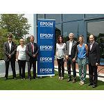 Foto de La alcaldesa de Sant Cugat del Vall�s, Merc� Conesa, visita las instalaciones de Epson