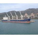 Foto de El puerto de Cemex en Alcanar carga su primer barco de gran tonelaje despu�s del dragado