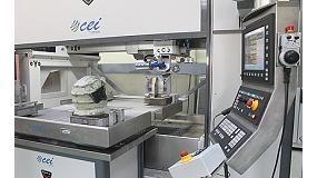 Foto de CNC 8065 de 5 ejes en máquina de corte por chorro de agua, de CEI, para mecanizado de cascos