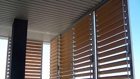 Foto de Sistemas Gradpanel en imitaci�n madera de Gradhermetic en un edificio residencial de Almer�a