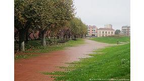 Picture of El tejido cer�mico Flexbrick recubre el sendero ondulado del Jard�n Niel en Toulouse