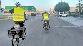 Foto de 30 empleados acuden a trabajar en bicicleta al pol�gono de las Atalayas para reivindicar este transporte