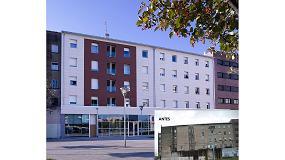Fotografia de Rehabilitaci�n �integral� con fachada ventilada Ulma de un edificio de 60 a�os en Pamplona