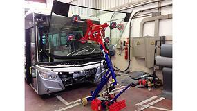 Foto de El Robot KS180 demuestra su versatilidad en la instalación de lunas en autobuses