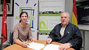 Foto de Firma de convenio de colaboración entre Asoven y la Plataforma Edificacion Passivhaus