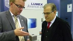 Foto de Matsuura muestra su experiencia y dominio de la fabricación aditiva con la máquina Lumex