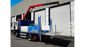 Foto de Transgrúas entrega a H.B.M Europea de Transportes del Aire una grúa Fassi f85b.0.21 e-active y una plataforma elevadora 1.500 kg