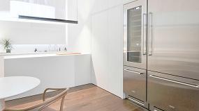 Foto de La extrema pureza del blanco en una minimalista cocina realizada en HI-Macs