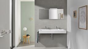 Foto de Twice: un lavabo suspendido doble con diseño funcional