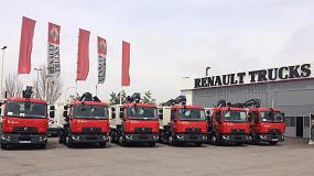 Foto de Renault Trucks entrega a Gestión de Residuos Hospitalet 6 vehículos con grúa