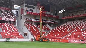 Foto de JLG utiliza la Ultraboom 1250AJP para el mantenimiento del estadio El Molinón