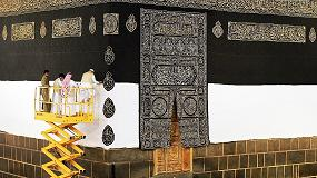 Foto de Las plataformas Haulotte participan en el cambio anual de la cubierta de la Kaaba en La Meca