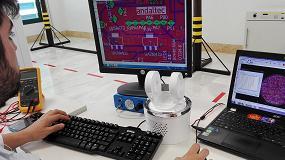 Foto de Primer brazo robótico que permite optimizar el trabajo de los operarios industriales