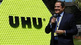 Foto de UHU consigue el reto de construir la pir�mide m�s alta del mundo hecha con pelotas de tenis