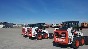 Foto de Catorce cargadoras compactas Bobcat en el aeropuerto Adolfo Suárez de Madrid