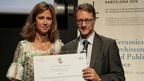 Fotografia de Roca recibe un reconocimiento en el �47�Congreso de la Academia Internacional de la Cer�mica�