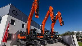Foto de Reyvena Serviteco hace entrega de tres excavadoras Doosan DX380LC-5 a Reciclajes y Derribos Olite (R.D.O.)