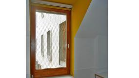 Fotografia de Carinbisa pone sus ventanas en la residencia de estudiantes Unihabit de Barcelona