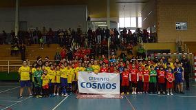 Fotografia de Cementos Cosmos dona equipaciones deportivas para las escuelas municipales del Córdoba de balonmano