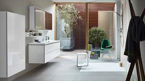 Foto de L-Cube: versátil geometría en el cuarto de baño