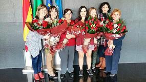 Foto de Pieralisi con las mujeres trabajadoras