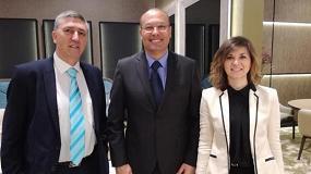 Foto de Políticos valencianos visitan Il Salone del Mobile. Milano para apoyar a las 30 empresas de la Comunidad que exponen en la feria