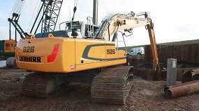 Foto de Una excavadora R 926 de Liebherr trabaja en el acondicionamiento del litoral de la isla de Texel