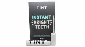 Picture of Una marca de productos para blanquear los dientes sigue el ejemplo del packaging de maquillaje