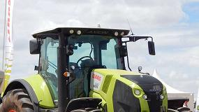Fotografia de Claas: una gama de forraje contrastada junto a sus tractores más potentes
