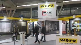Foto de Sistemas Unilux de madera-aluminio en el estand de Weru en Construmat