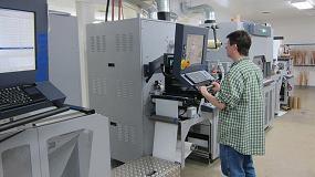 Foto de MPI Labeltek combina el equipo inkjet UV de Durst Tau 330 junto a láser de acabado, troquel semi-rotativo y laminado