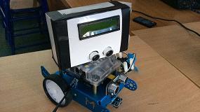 Foto de Aiju trabaja en un proyecto para incorporar la robótica educativa en las aulas