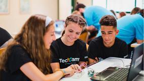 Foto de Jóvenes catalanes aprenden sobre IoT y ciberseguridad en los campamentos de mSchools