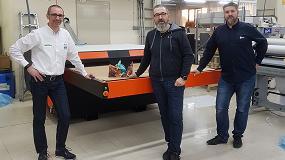Foto de M2M instala en Truyol Digital una plancha Sefa de gran formato para la producción de placas Chromaluxe