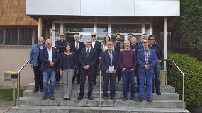 Foto de Los miembros de la AEI Tèxtils se reúnen en la sede de Hilados Egarfil en Ponts