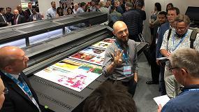 Foto de La nueva HP Latex R2000 combina la tecnología de impresión rígida HP Latex con la tinta blanca de HP Latex