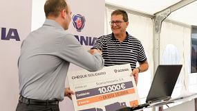 Foto de Scania entrega 10.000 euros de ayuda y más de 700 kg de alimentos a ayuda humanitaria