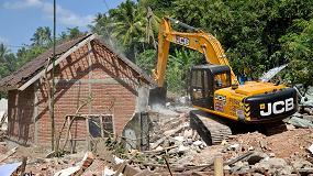 Foto de JCB dona una máquina con operador para ayudar a la isla de Lombok tras el terremoto