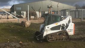 Foto de Nueva cargadora de orugas Bobcat para el Project Elephant en un zoo británico