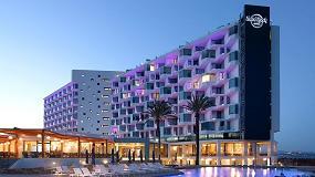 Foto de Hard Rock Hotel Ibiza: un abanico de colores en la fachada más rockera de la isla
