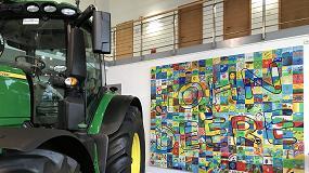 Foto de John Deere tira con fuerza de las inscripciones de tractores nuevos