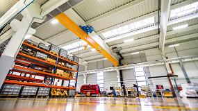 Foto de Puentes grúa y grúas pluma para el transporte piezas y herramientas en la industria europea del automóvil