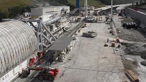 Foto de Colocación de productos para la construcción subterránea y cerámica en la Variante de Valico (Italia)