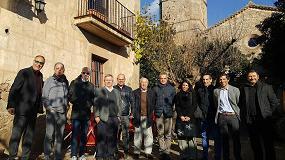 Foto de Los miembros de la AEI Tèxtils se reúnen en la sede de Filats Gonfaus en Puig-Reig