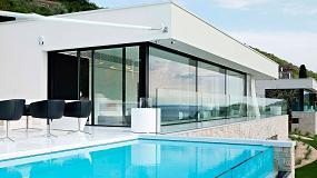 Foto de Hi-Macs, presente en una casa de lujo en el lago de Garda
