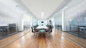 Foto de Oficinas modernas y eficientes con las luminarias IndiviLED de Ledvance